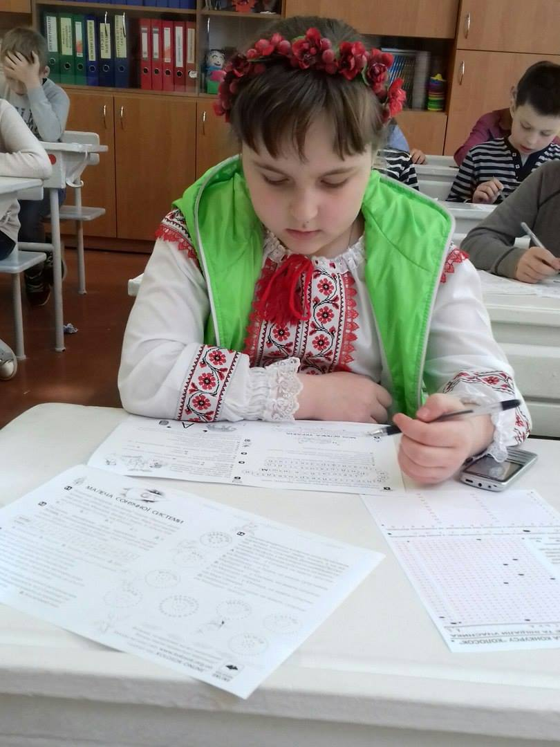 маленька україночка і Колосок