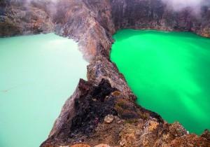 kelimutu-volcano-3-lakes